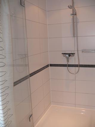 bad toilette. Black Bedroom Furniture Sets. Home Design Ideas